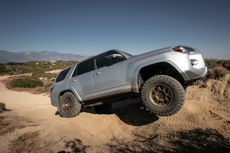 New Method 701 Trail Series Bronze 17x8 5