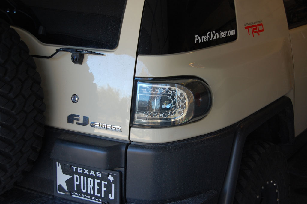IPCW 07-UP FJ Cruiser Tail Lights - Crystal Clear / LED